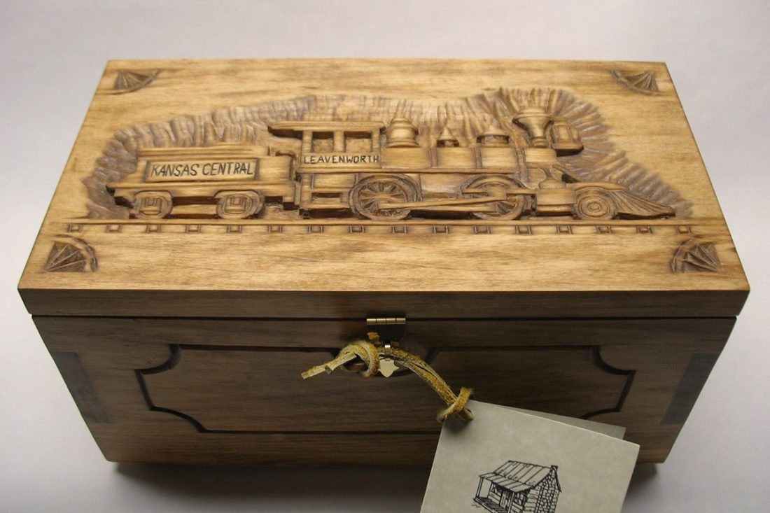 Leavenworth keepsake chest - Front view