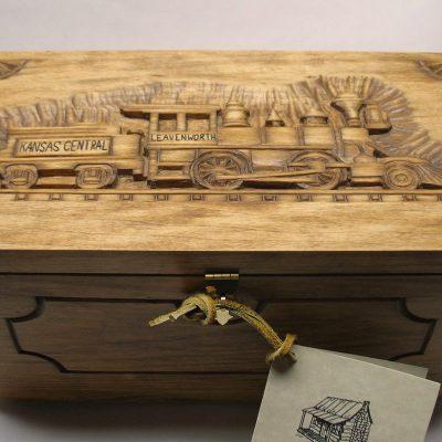 Leavenworth keepsake chest - Front view